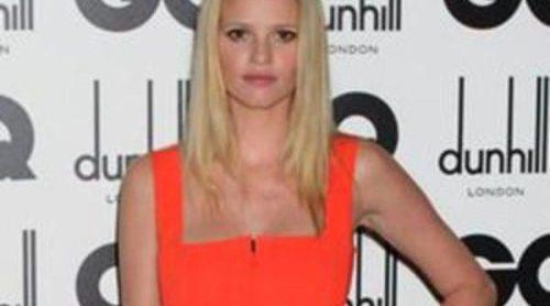Lara Stone repite como imagen de Calvin Klein