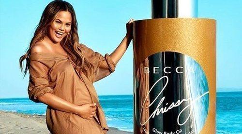 Becca vuelve a colaborar con Chrissy Teigen para la creación de un aceite iluminador corporal