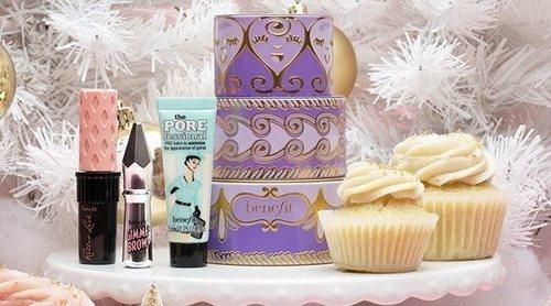 Benefit presenta su tradicional cofre navideño de maquillaje... ¡esta vez con forma de tarta!