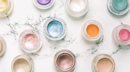 Cómo aplicar la sombra de ojos en crema