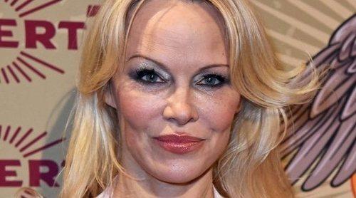 Pamela Anderson y Natalia Dyer lucen los peores beauty looks de la semana