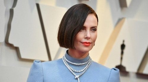 Péinate como Charlize Theron