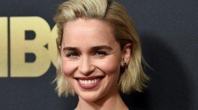 Péinate como Emilia Clarke