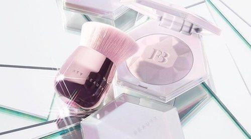 Mucho brillo y glow con los nuevos highlighters de Fenty x Rihanna: 'Diamond Bomb II' y 'Liquid Diamond Bomb'