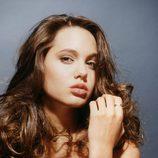 Angelina Jolie posando con 16 años