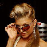 Fergie con gafas tintadas