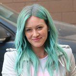 Hilary Duff con el cabello turquesa