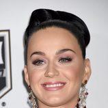 Katy Perry con un tirante moño alto