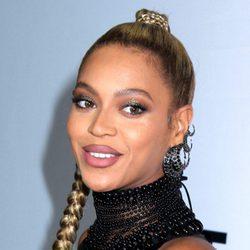 Beyoncé con una tirante trenza alta