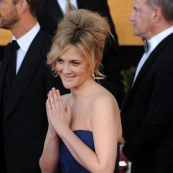 Drew Barrymore con un french twist cardado