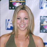 Mariah Carey con mechones lacios a cada lado de la cara