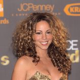 Mariah Carey con una gran melena rizada