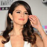Selena Gomez con unas ondas clásicas