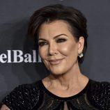 Kris Jenner opta por un maquillaje luminoso