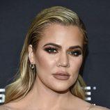 Khloé Kardashian se pasa con el bronceador