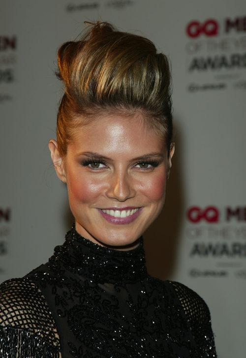 Heidi Klum recoge su cabello en una cresta