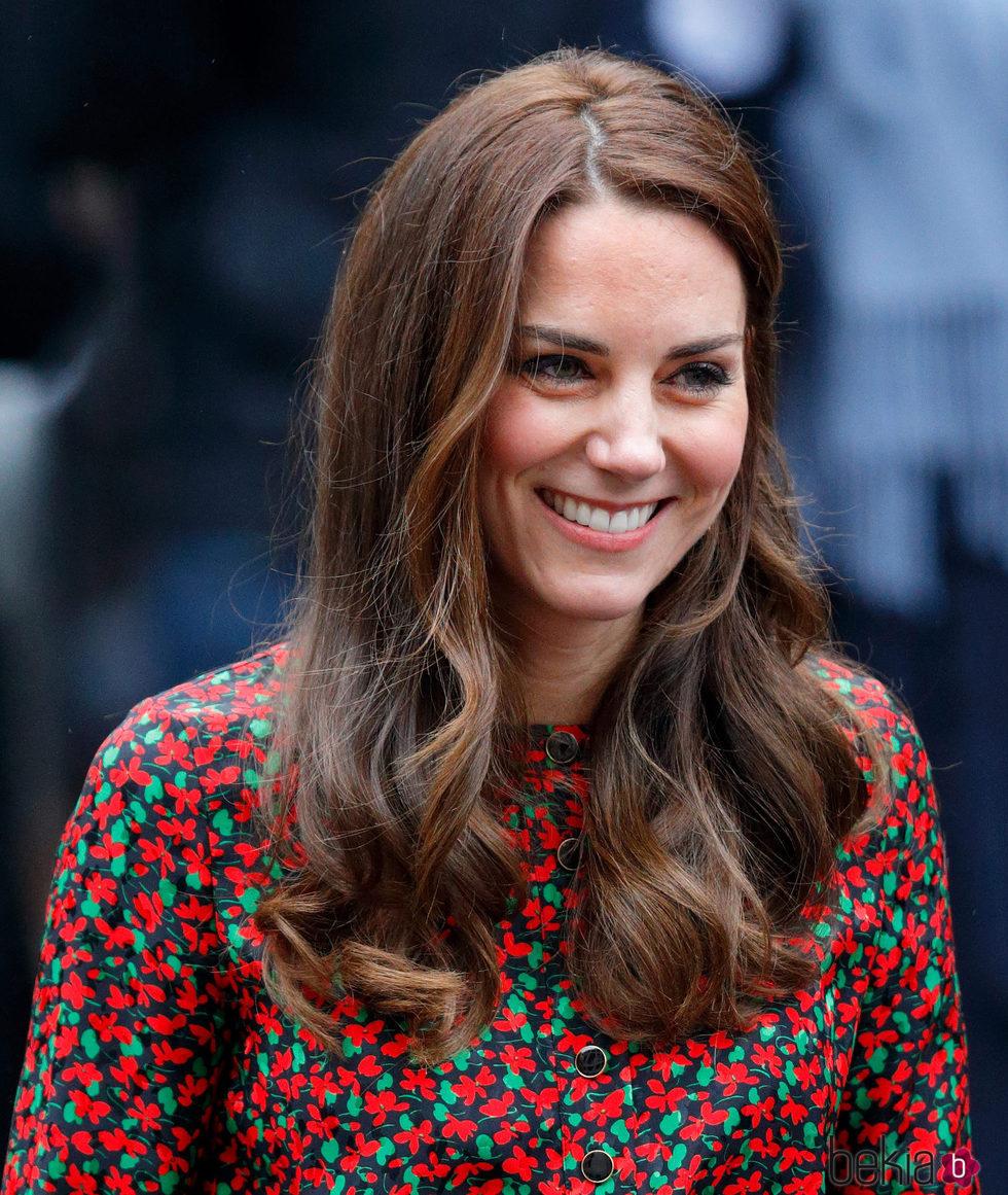 Kate Middleton sencilla con la melena ondulada