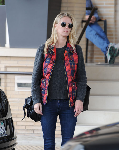 Nicky Hilton con un look aviador