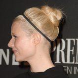 Gwyneth Paltrow con un moño con una cinta deportiva