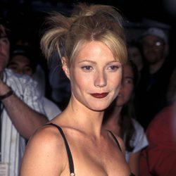 Gwyneth Paltrow con un peinado de moños alborotados