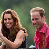 Kate Middleton con el pelo rizado e informal