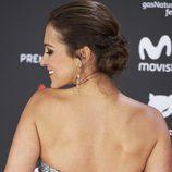 Paula Echevarría recoge su cabello para los Premios Feroz 2017