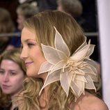 Kate Hudson con una enorme flor en el pelo