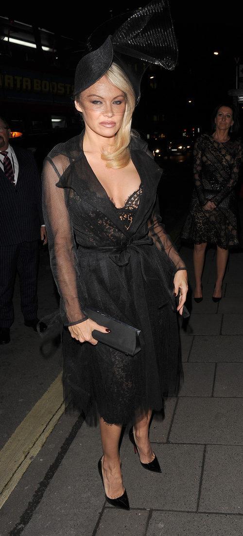 Pamela Anderson con una pamela