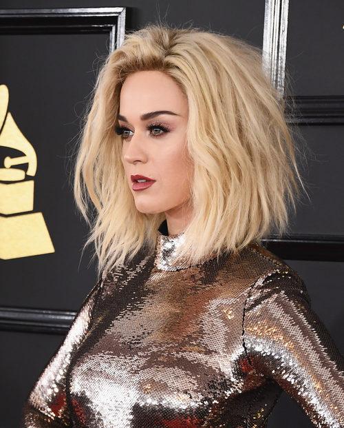 Katy Perry con un corte bob y ondas surferas