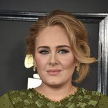 Adele opta por un recogido despeinado