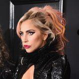 Lady Gaga tiñe las puntas de su cabello de rosa y naranja