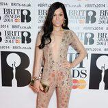 Jessie J con los labios lilas