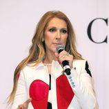 Céline Dion con exceso de polvos bronceadores