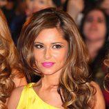 Cheryl Cole con una melena rizada con mechas