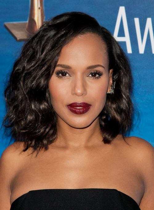Kerry Washington apuesta por los labios burdeos