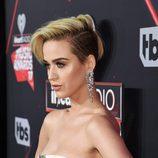 Katy Perry cambia de look y se rapa la melena