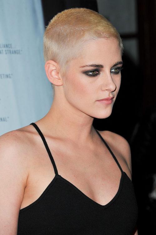 Kristen Stewart se rapa la cabeza y cambia completamente de look