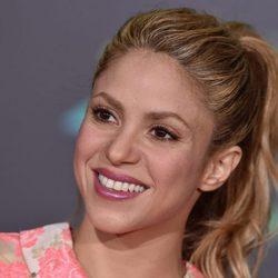 Shakira recoge sus ondas en una coleta alta