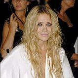 Mary-Kate Olsen con pelo ondulado