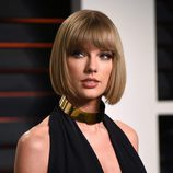Taylor Swift muy elegante con su corte bob
