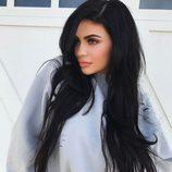 Kylie Jenner rasga su mirada con un ahumado en tonos cálidos