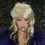 Kesha luce un extravagante peinado