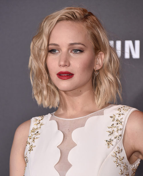 Jennifer Lawrence con ondas surferas