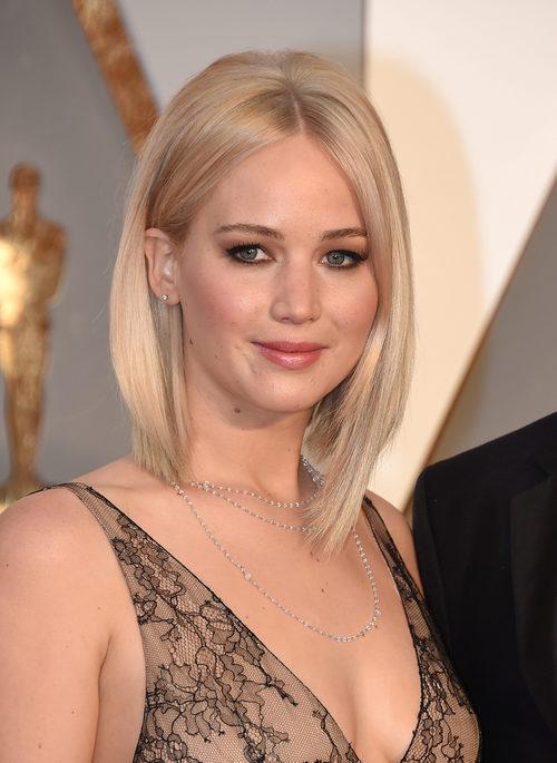 Jennifer Lawrence con pelo corto y liso