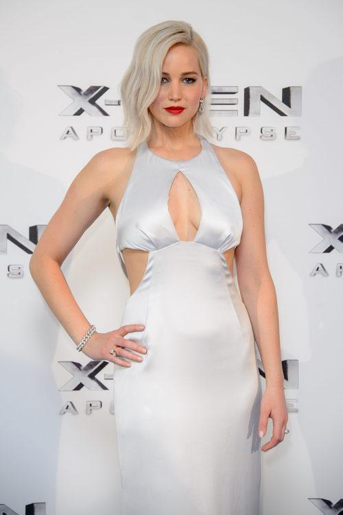 Jennifer Lawrence con el pelo platino