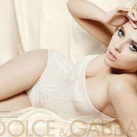 Scarlett Johansson promociona la nueva paleta de sombras de Dolce & Gabbana