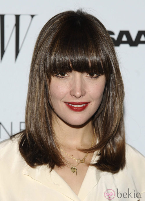 Rose Byrne con flequillo recto