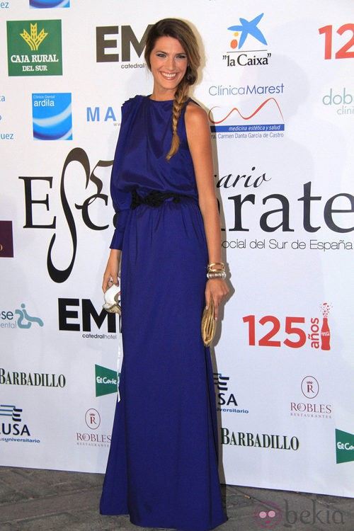 Laura Sánchez con trenza ladeada en los premios Escaparate 2011