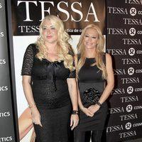 Belén Esteban y la doctora Victoria Lliso en la presentación cosmética de Tessa