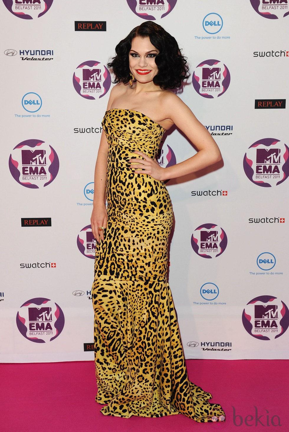 Peinado de Jessie J con ondas al agua en los MTV EMA 2011